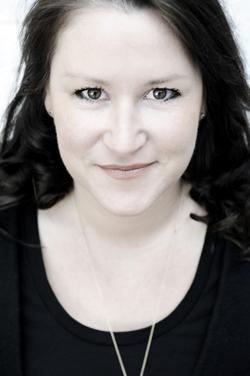 Britta Sabbag: Ich betrachte das Schreiben wie einen ganz normalen Beruf, den ich von 9-16 Uhr mache