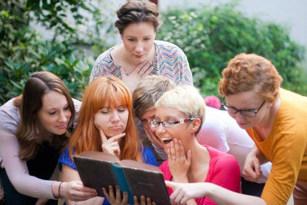 Anja Dienhardt: Wir wollen bei Buchbesprechung.de anspruchsvolle, schwierige, spannende Belletristik präsentieren