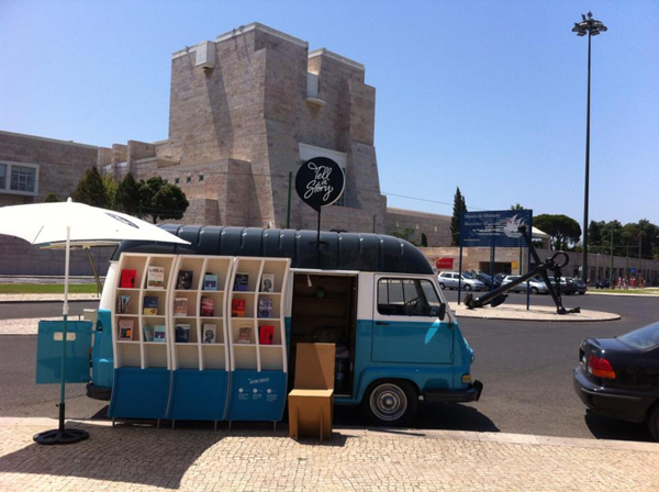 Tell a Story: Eine Buchhandlung geht auf Reisen und schafft in aller Welt Begegnungen mit portugiesischer Literatur