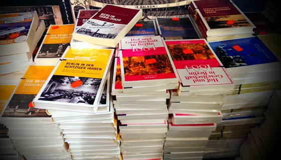 Berlin Story Verlag: Verramschen und Schreddern vs. Verschenken - 10.000 Bücher zum 20. Geburtstag