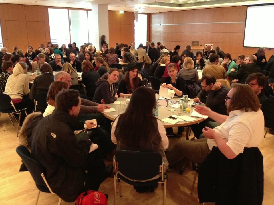 Leipziger Autorenrunde: Konferenz der Leipziger Buchmesse speziell für Autoren mit 30 Tisch-Fachrunden