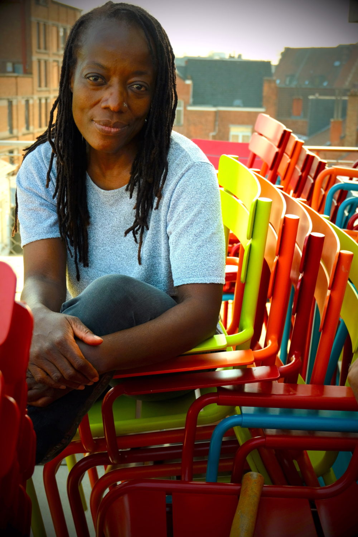 Tsitsi Dangarembga: Ich lebe in Simbabwe und bin Filmemacherin, Autorin, Gender-Aktivistin und Kuratorin