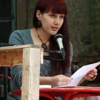 """Sophie Sumburane: Die """"Unvereinbarkeit"""" von Kindern und Literaturbetrieb ist ein Problem"""