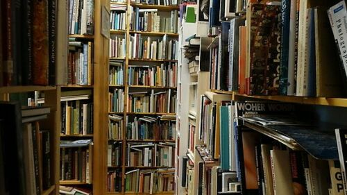 Antiquariat mit 30.000 Büchern für 5.000 Euro bei Ebay zu erwerben